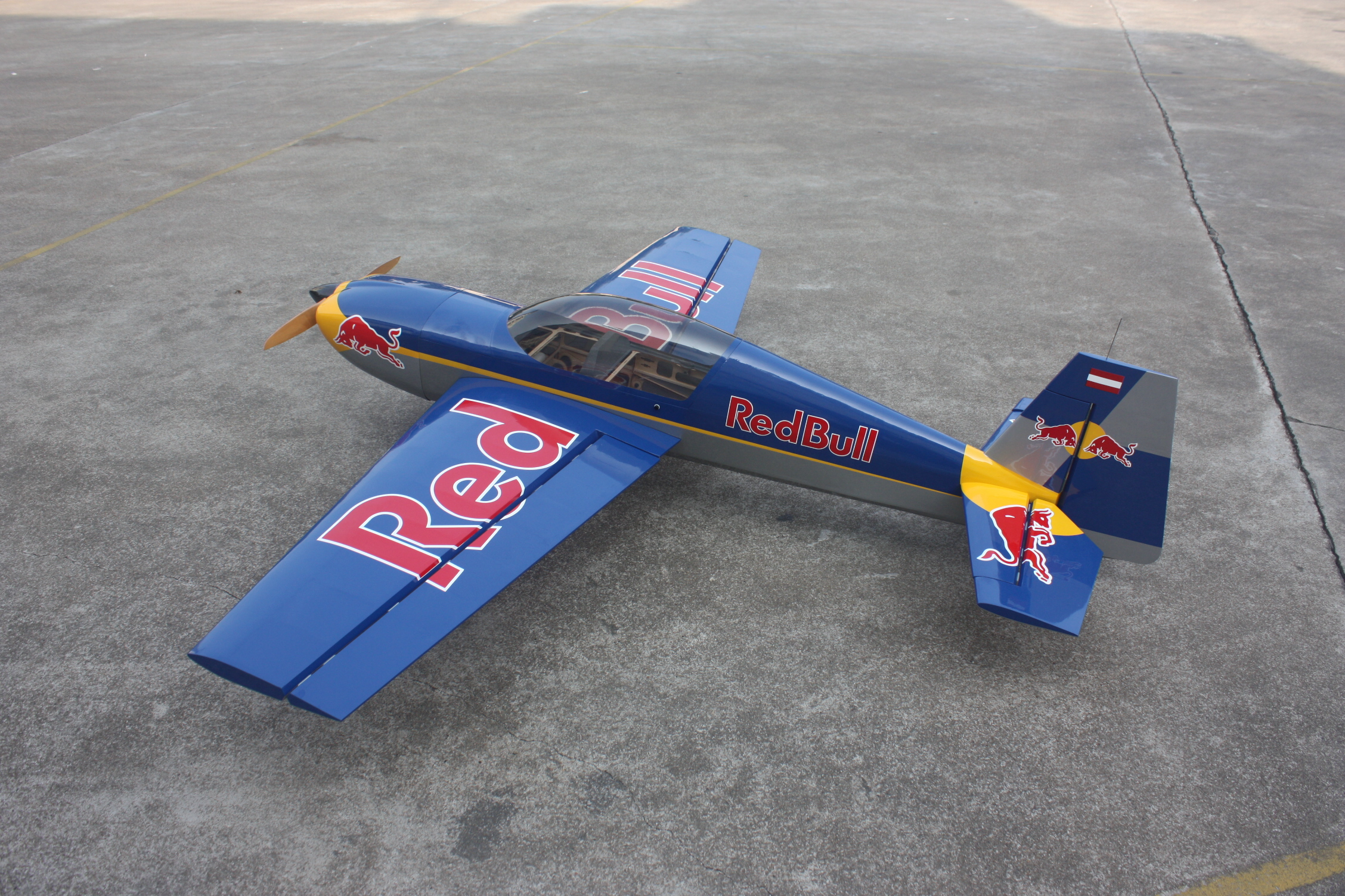 Extra 300 LP 88 in. Goldwing RC